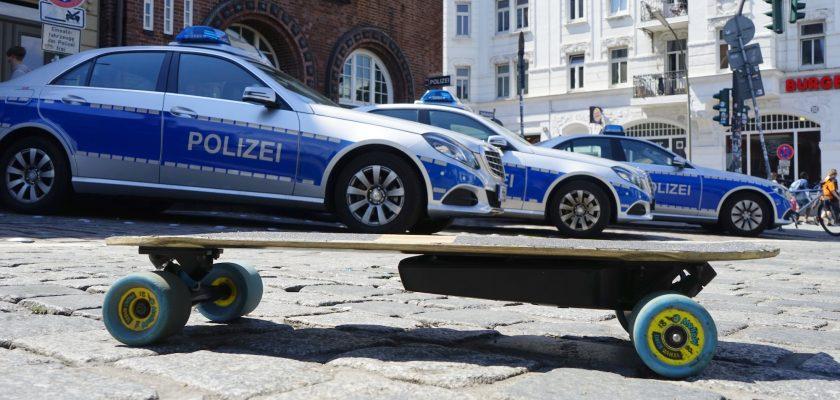 Politie in München bekeurd honderden dronken mensen op huur e-steps