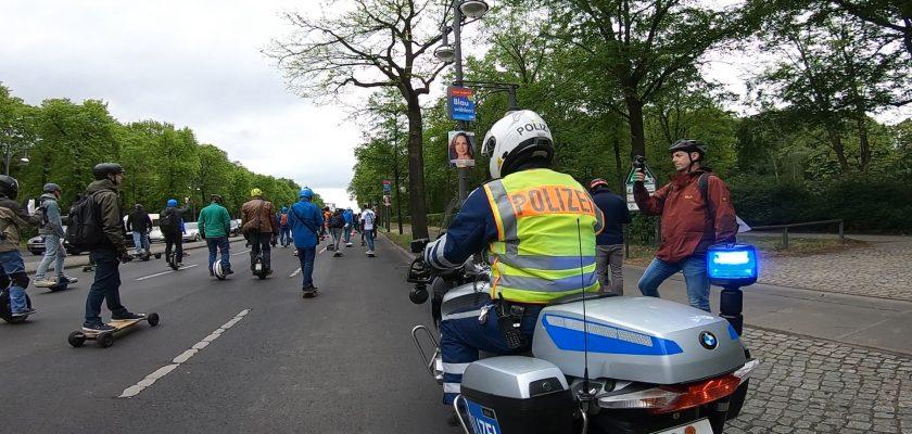 Duitsers klagen verzekeraar aan om verzekering voor PLEV's zonder stuur af te dwingen
