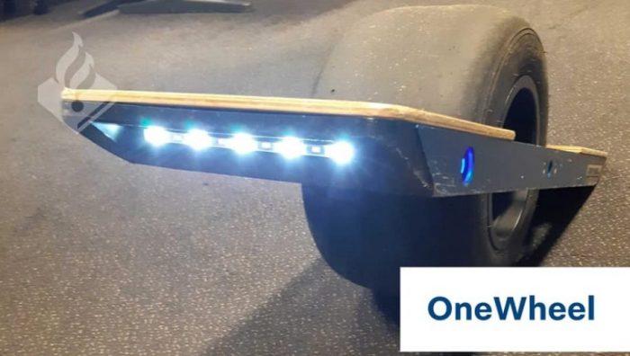 Politie Tilburg neemt Onewheel in beslag en geeft boete voor onverzekerd rondrijden