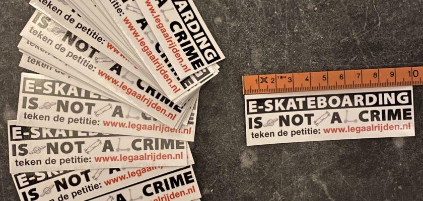Stickers verkopen om de petitie onder de aandacht te brengen... dat kan vast beter