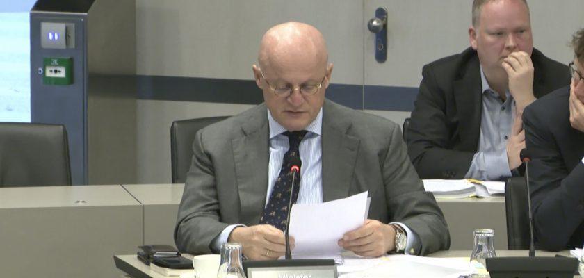 Minister Grapperhaus in Berlijn bijna omvergereden door (deel) e-steps
