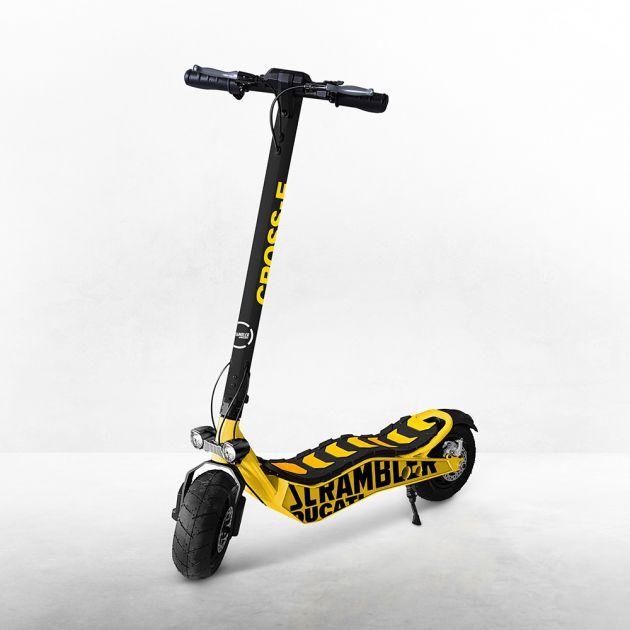 Eindelijk een Ducati die iedereen kan betalen... een e-step die 15 KM/u kan