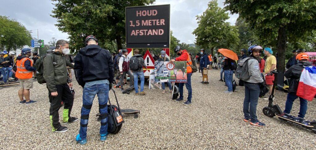 Ondanks noodweer toch een enorme opkomst bij Legaalrijden demonstratie