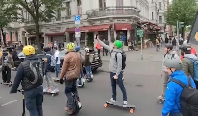 Duitsers nodigen deelnemers Legaalrijden demonstratie uit om naar Berlijn te komen