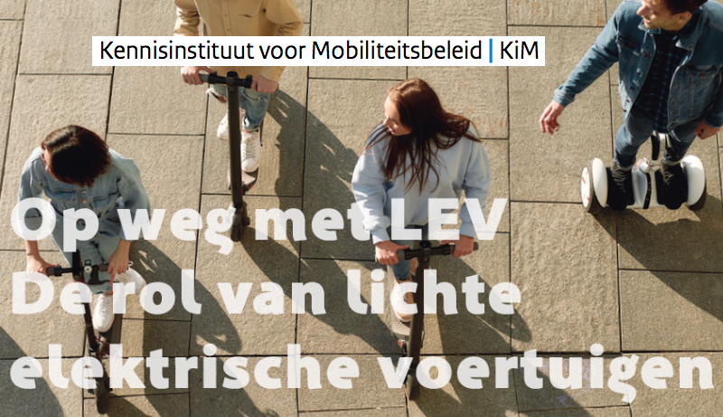 Onewheel eigenaar Susanne filleert rapport over LEVs van Kennisinstituut voor Mobiliteitsbeleid
